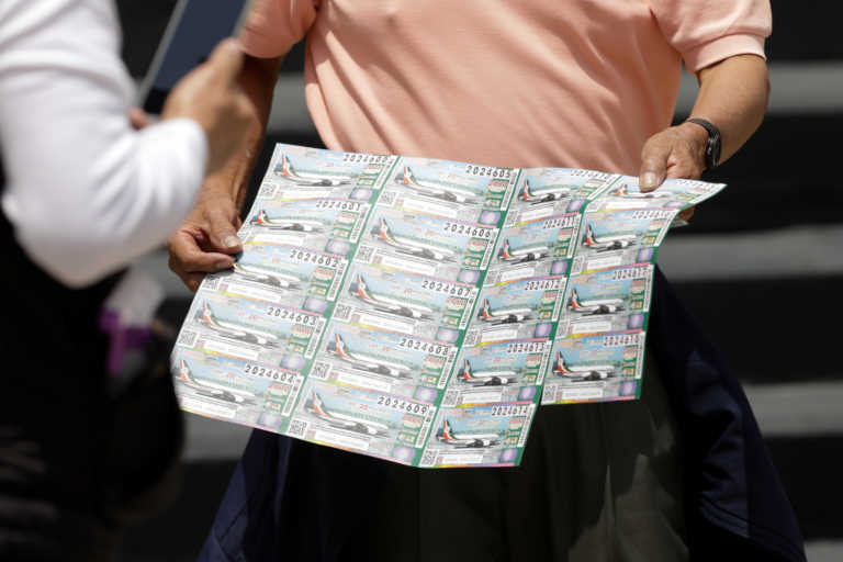 Γαλλία: Έδωσε σε αστέγους δελτίο λόττο και κέρδισαν… 50.000 ευρώ!