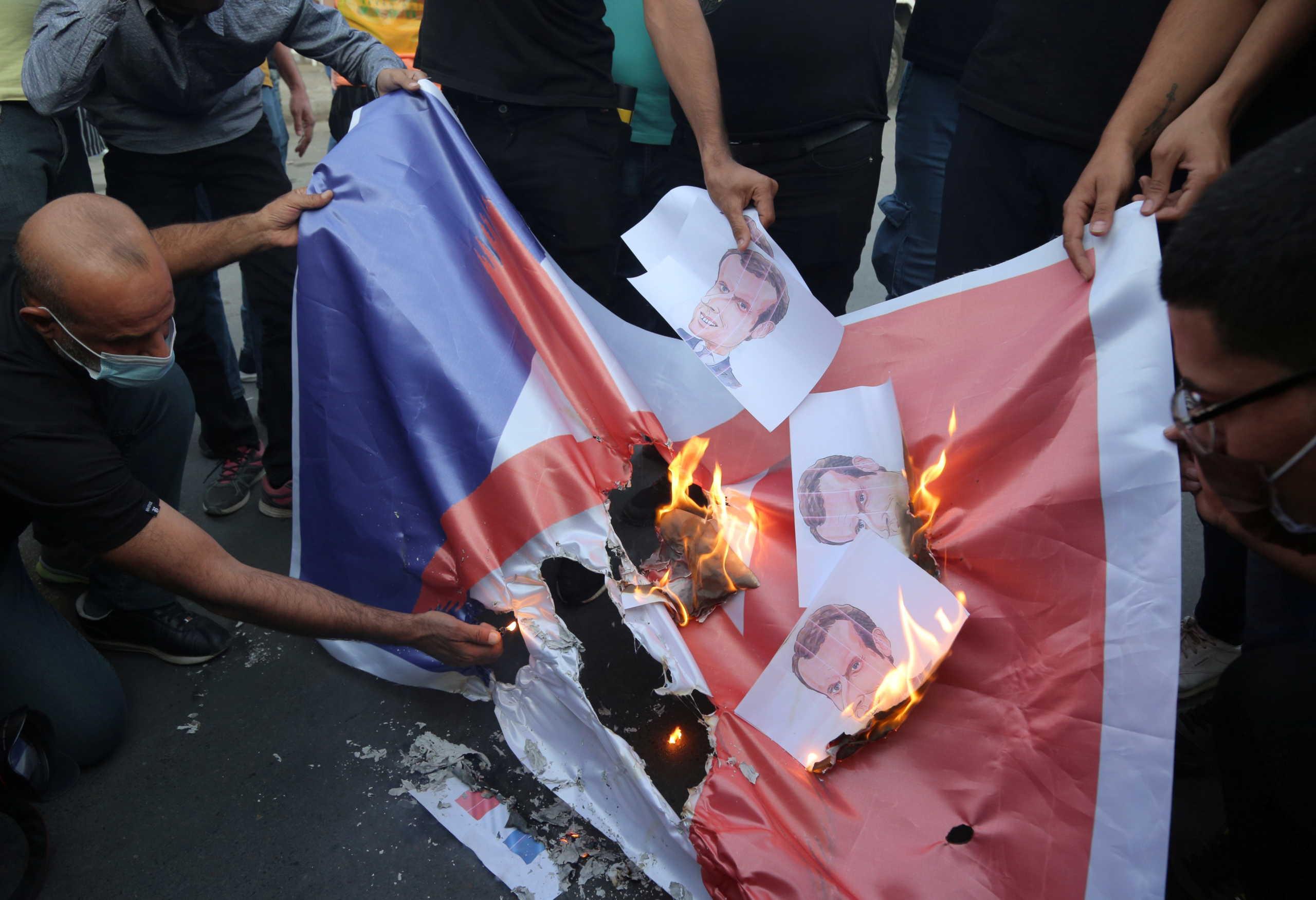 Ιράκ καίνε σημαία