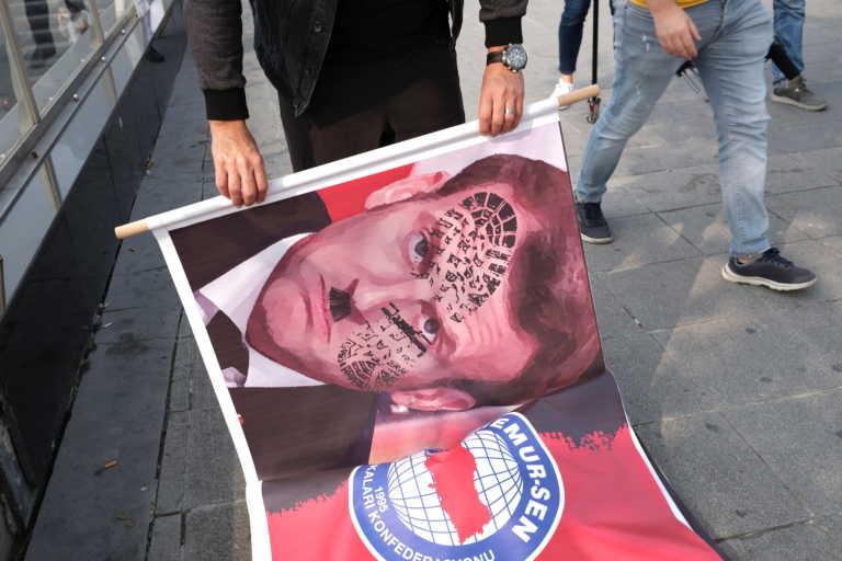 «Αρρωστημένη ρητορική»! Η τουρκική Εθνοσυνέλευση καταδικάζει Μακρόν για τα σκίτσα του προφήτη Μωάμεθ