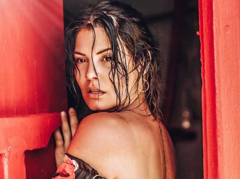 Μαρία Κορινθίου: Ποζάρει topless στη μπανιέρα και ανεβάζει το θερμόμετρο στα ύψη!