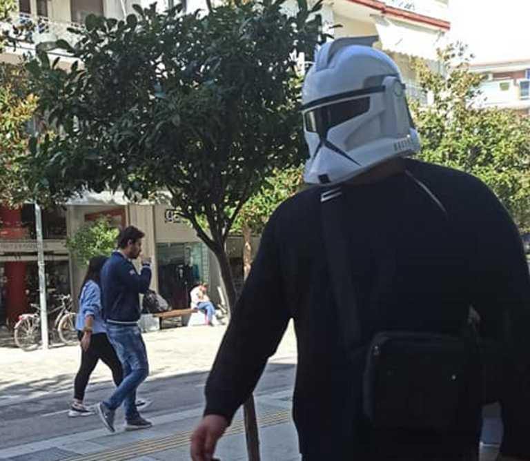Σέρρες: Με μάσκα… Star Wars βγήκε για περίπατο! Δείτε τις εικόνες που κάνουν θραύση στο Facebook
