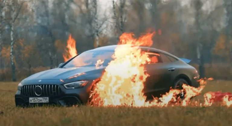 Πυρπόλησε την πανάκριβη Mercedes του για να γίνει viral στο YouTube [vid]