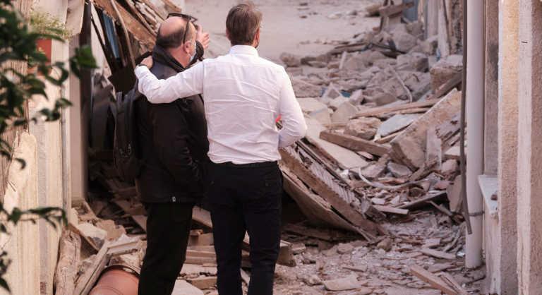 Η φωτογραφία του πρωθυπουργού με τον χαροκαμένο πατέρα στη Σάμο