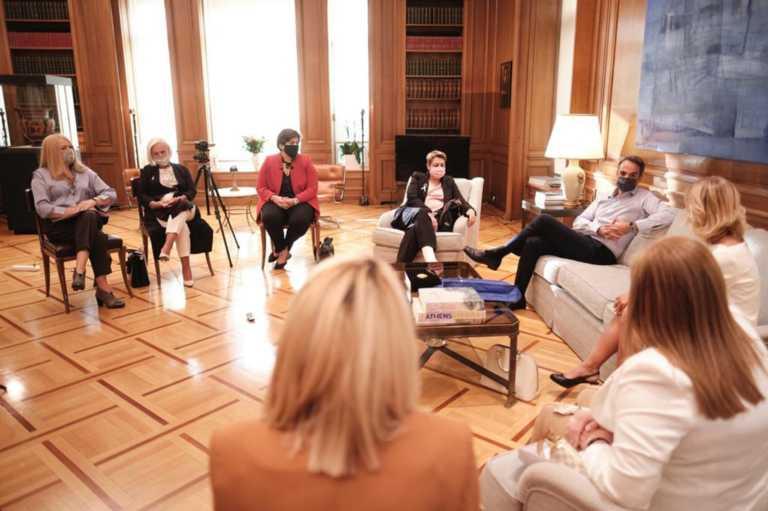 """""""Έχω ένα μεγάλο φόβο κ. Πρωθυπουργέ…"""" – Η συγκλονιστική συζήτηση Μητσοτάκη με γυναίκες που νίκησαν τον καρκίνο του μαστού"""