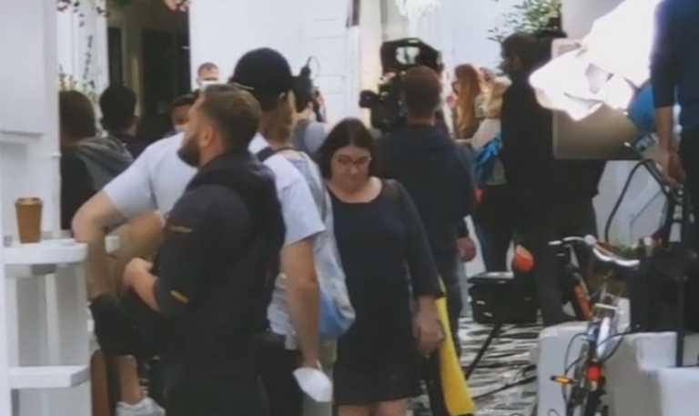Μύκονος: Έβλεπαν όλες αυτές τις κάμερες να ακολουθούν δύο κοπέλες και προσπαθούσαν να καταλάβουν τι είχε συμβεί (Βίντεο)