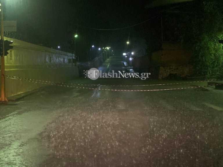 Χανιά: Οδηγοί εγκλωβίστηκαν στα αυτοκίνητα τους