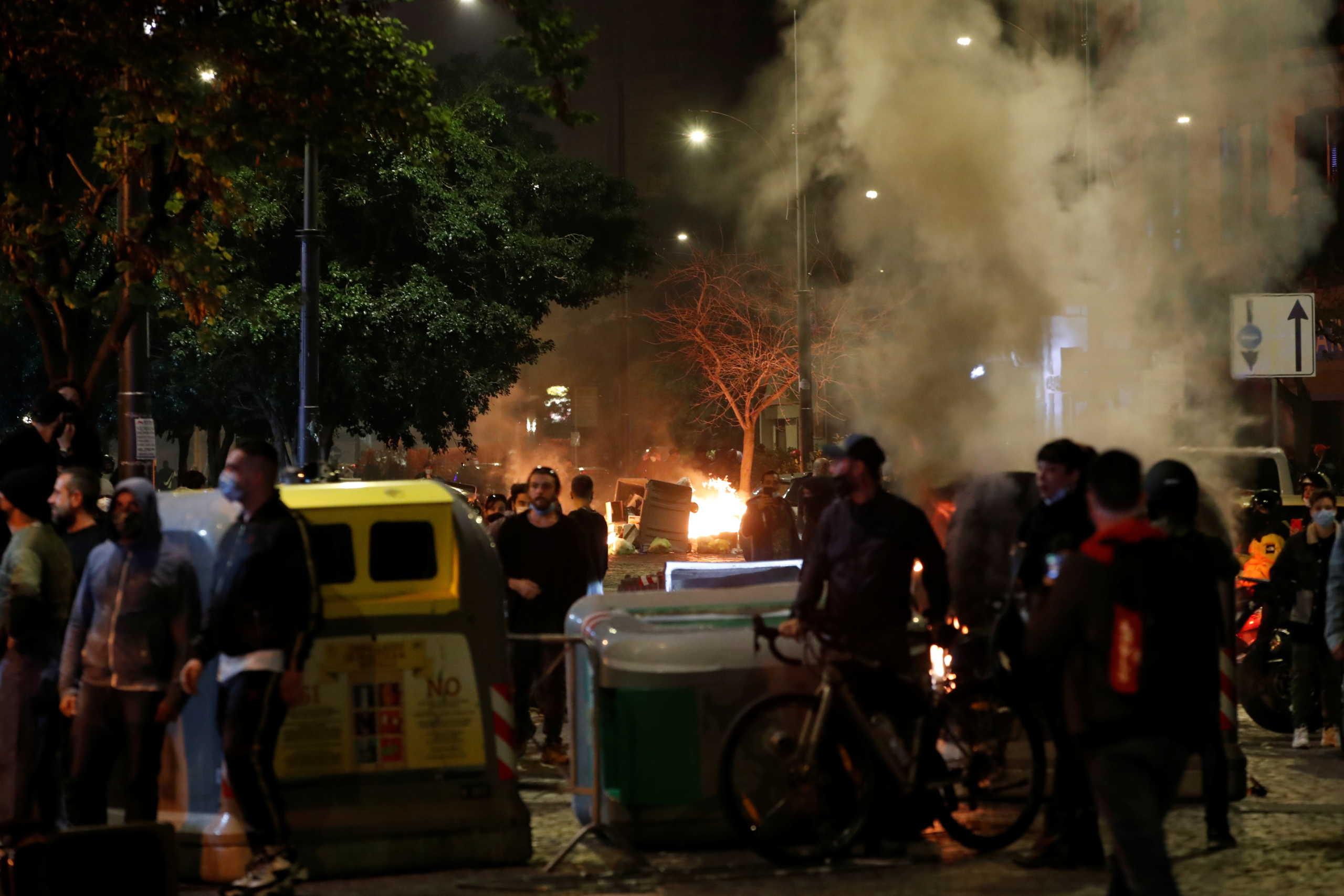 Ιταλία: Χαμός στη Νάπολη – Επεισόδια για την απαγόρευση κυκλοφορίας λόγω κορονοϊού (video)