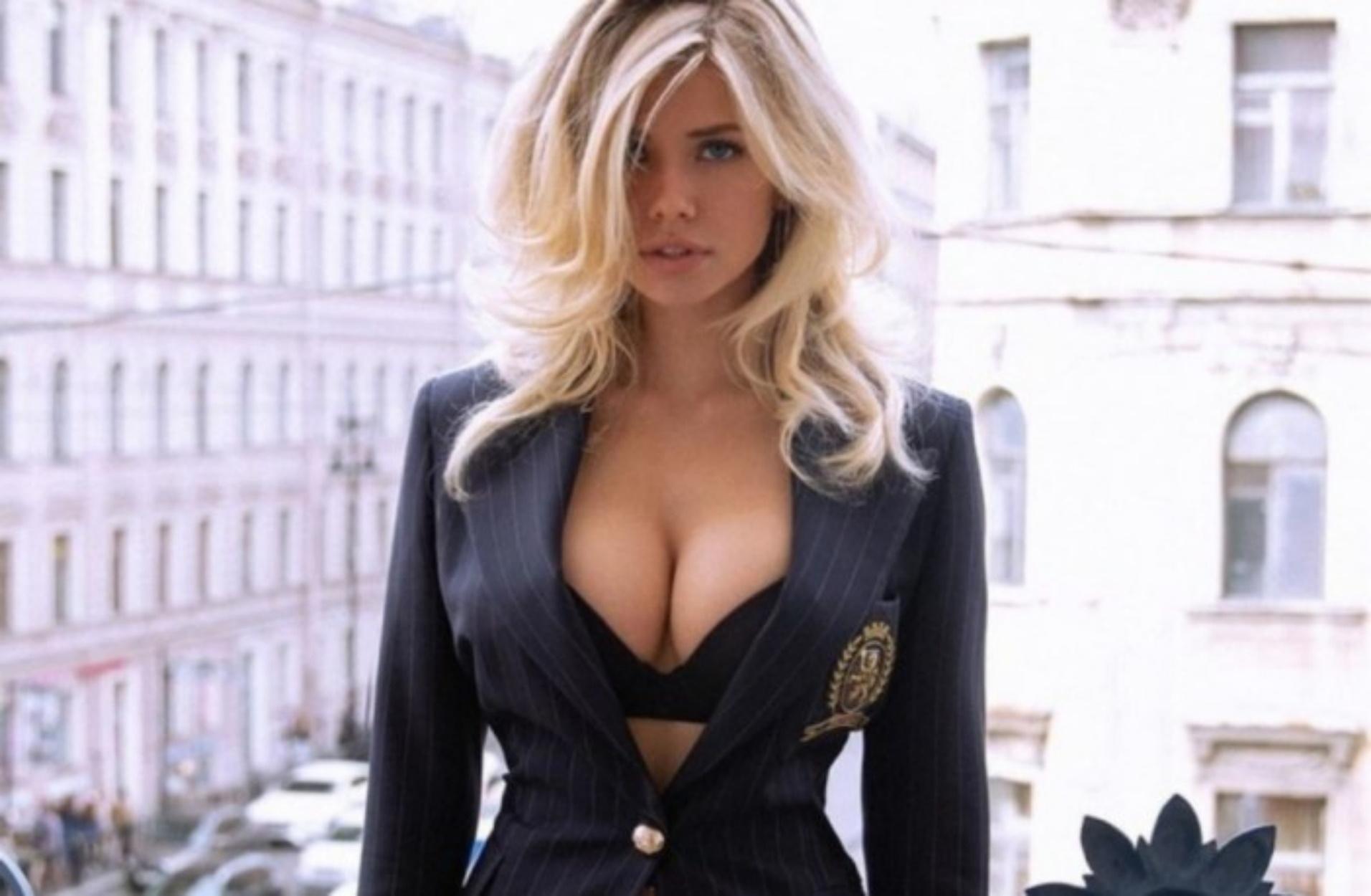 Η 21χρονη Ρωσίδα καλλονή που θεωρείται η πιο σέξι DJ του κόσμου!