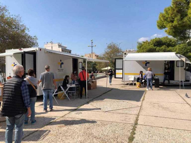 Κορονοϊός: 8 κρούσματα στην πλατεία Νέας Σμύρνης μετά από rapid test του ΕΟΔΥ