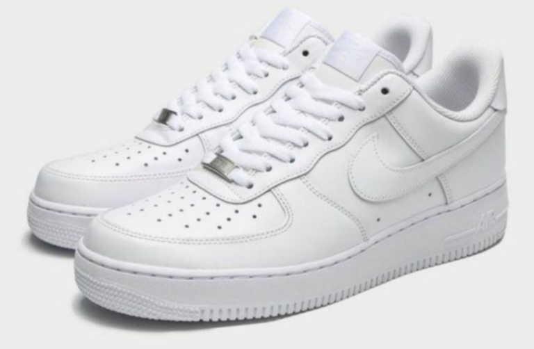Το best-selling sneaker της Nike που δεν πρέπει να λείπει από την ντουλάπα σου