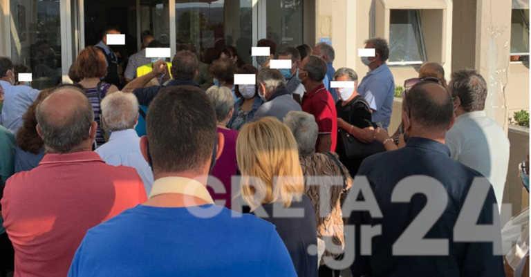 Κορονοϊός: Ανησυχητική κατάσταση στο ΠΑΓΝΗ – Ουρές και συνωστισμός για ένα ραντεβού (pics)