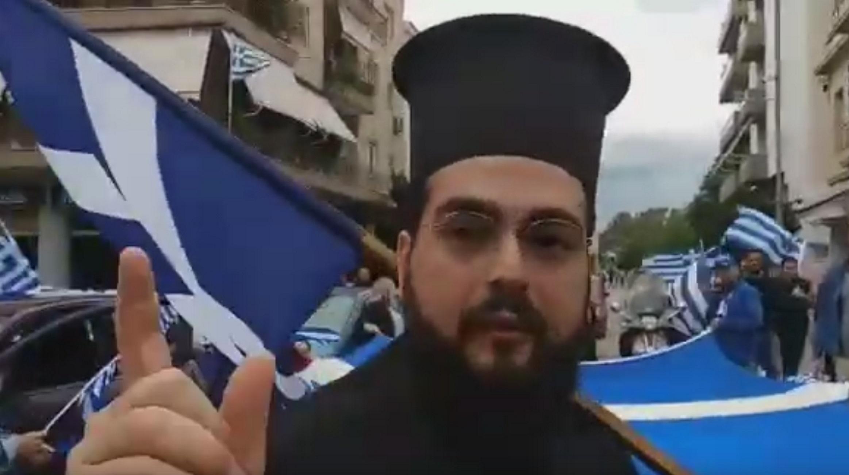 Πάτρα: Βρήκαν τρόπο και έκαναν παρέλαση! Η έξαλλη γυναίκα και ο ρόλος του ιερέα (Βίντεο)