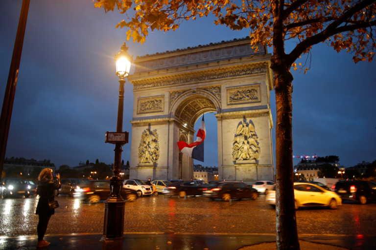 Παιχνίδια τρόμου στην Γαλλία! Τσάντα με πυρομαχικά στον Άιφελ και εκκένωση της Αψίδας του Θριάμβου!