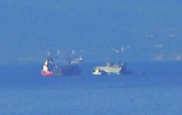 Πλοίο του Πολεμικού Ναυτικού συγκρούστηκε με εμπορικό έξω από τον Πειραιά – Έχει πάρει μεγάλη κλίση