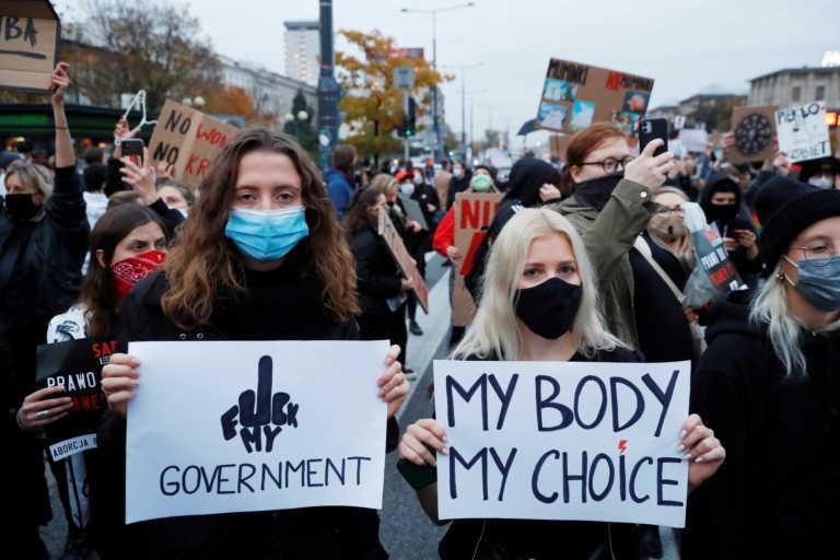 Πολωνία: Χιλιάδες διαδηλωτές στους δρόμους υπέρ του δικαιώματος στην άμβλωση