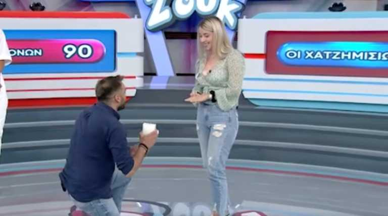 """Πρόταση γάμου στο πλατό του Ρουκ Ζουκ! Ξέσπασε σε δάκρυα η παίκτρια και είπε το """"ναι"""" [vid]"""
