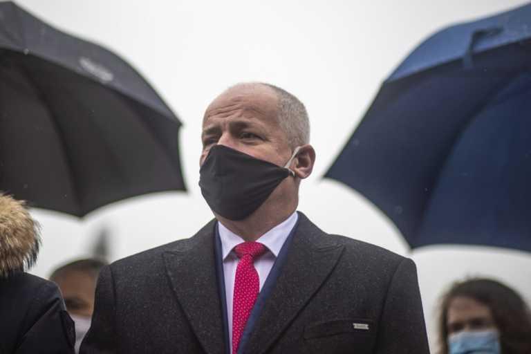 Τσεχία: «Τελείωσαν» τον υπουργό Yγείας – Παραβίασε τα μέτρα για τον κορονοϊό