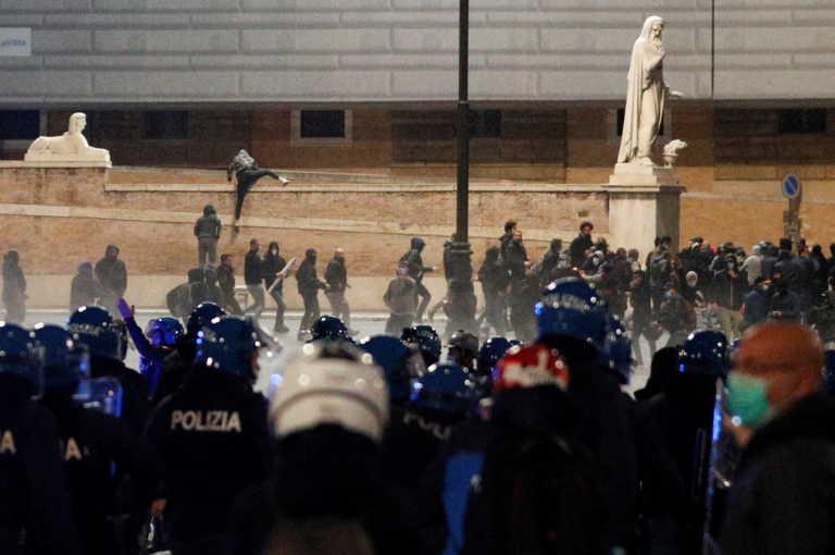 Νέα επεισόδια στη Ρώμη με νεοφασίστες – Με αντλίες τους διέλυσε η αστυνομία