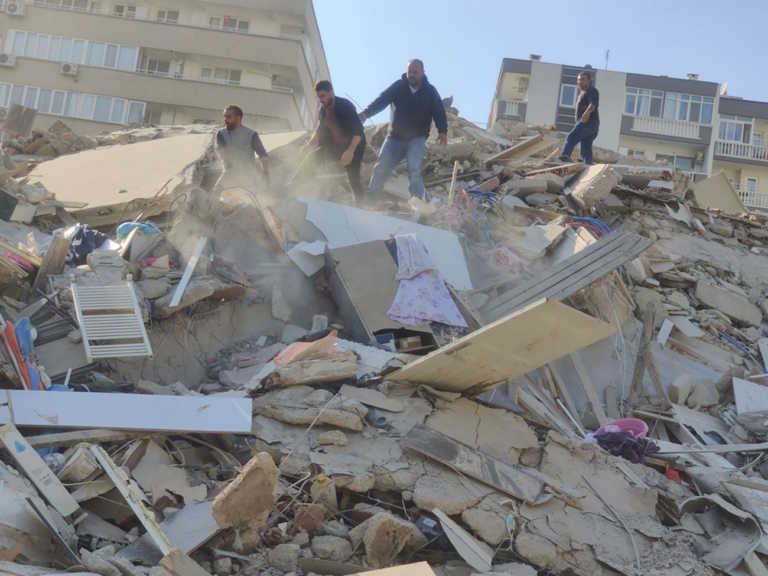 Σεισμός 6,7 Ρίχτερ: Μεγάλες καταστροφές στη Σμύρνη από την δόνηση στη Σάμο