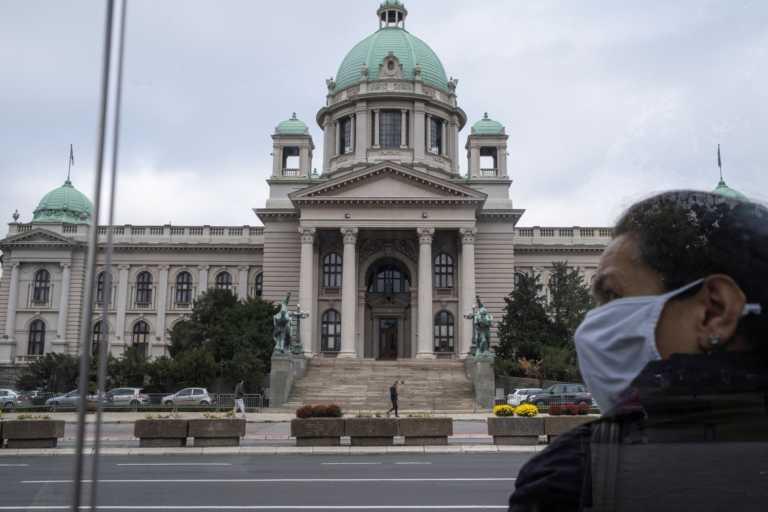 Σοκ στη Σερβία: Τριπλασιάστηκαν σε μια μέρα τα κρούσματα – 1.053 οι νέες μολύνσεις