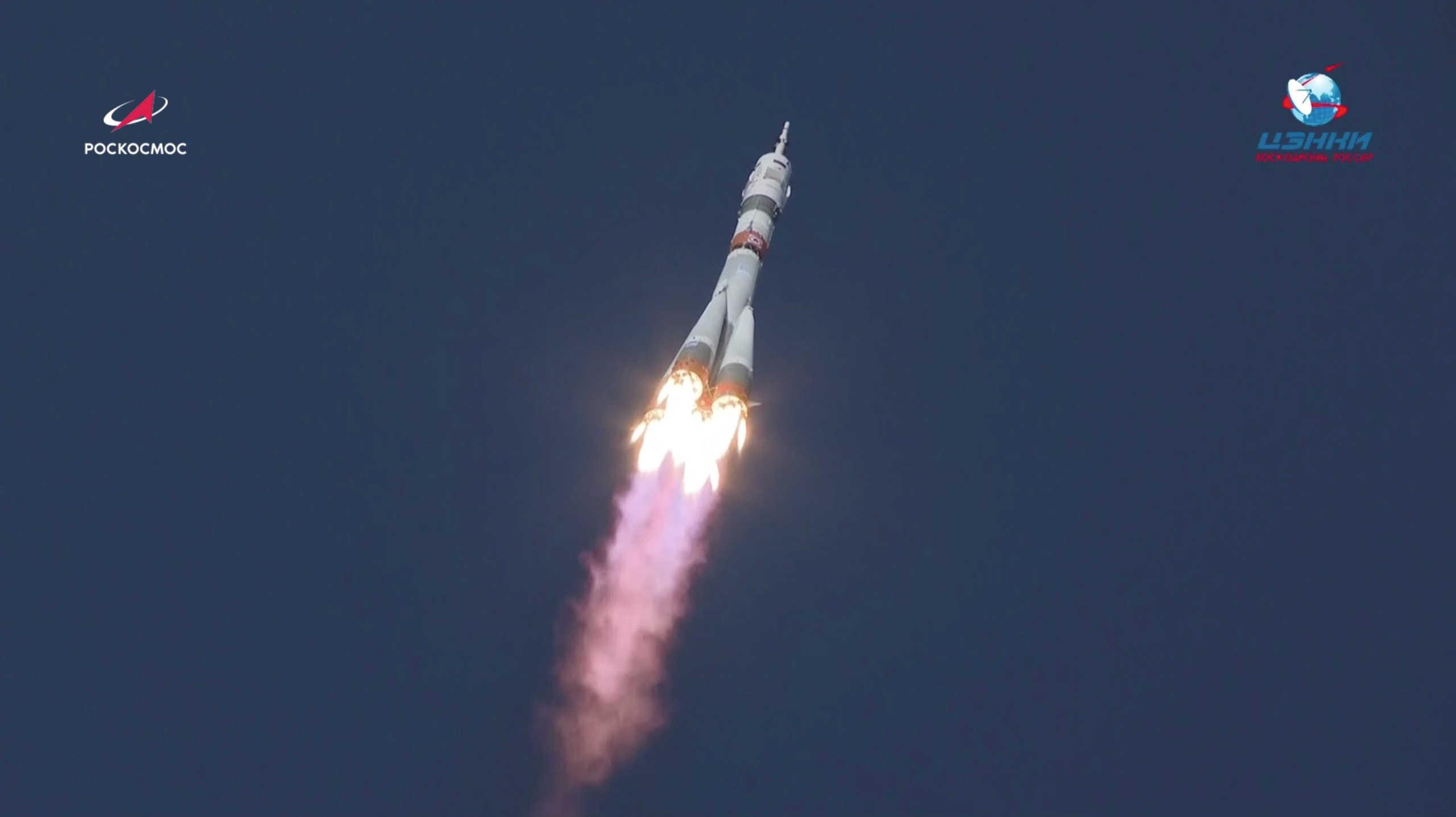 Στον Διεθνή Διαστημικό Σταθμό ο πύραυλος Σογιούζ με 2 Ρώσους και μια Αμερικανίδα (pics, video)