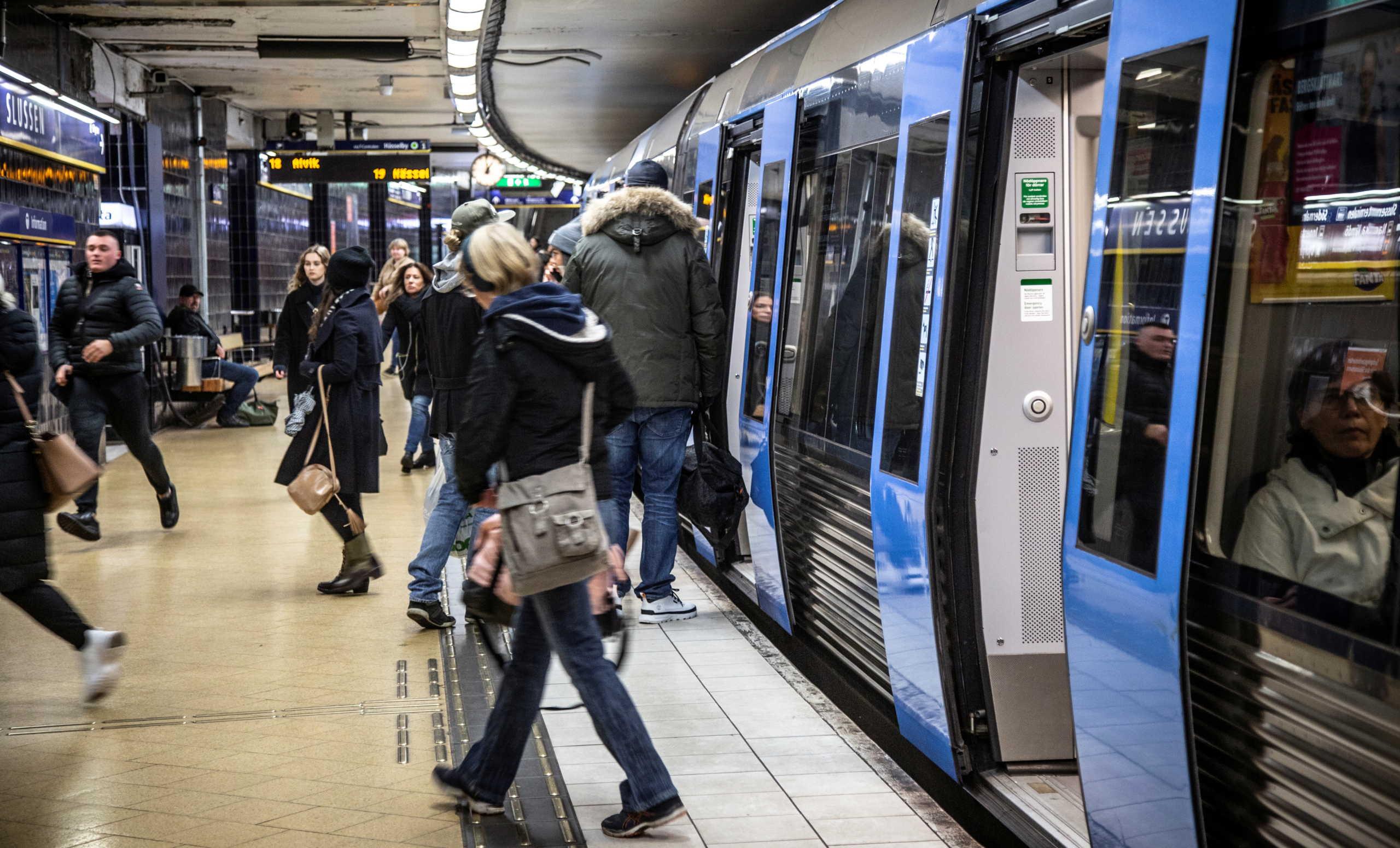 Κορονοϊός: Έπαθε και έμαθε η Σουηδία – Περιορίζει τις συναθροίσεις στα 8 άτομα