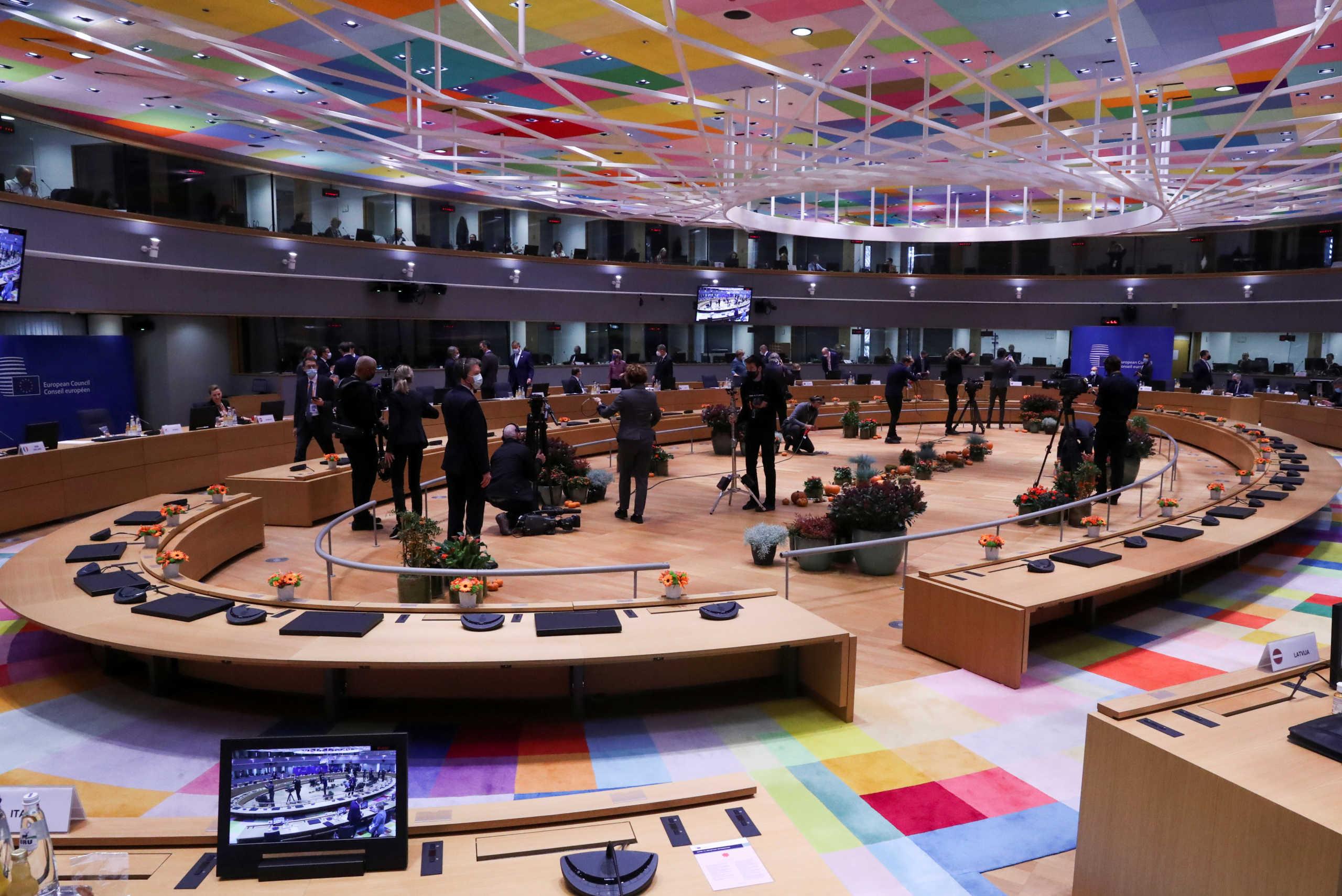 Σύνοδος Κορυφής: Οι ηγέτες παρέδωσαν κινητά και τάμπλετ – Φόβοι για παρακολούθηση της ΜI6