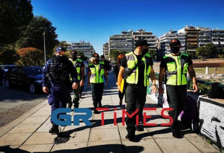 """Κορονοϊός: """"Σαρώνουν"""" τη Θεσσαλονίκη με ελέγχους μετά την εκτόξευση των κρουσμάτων"""