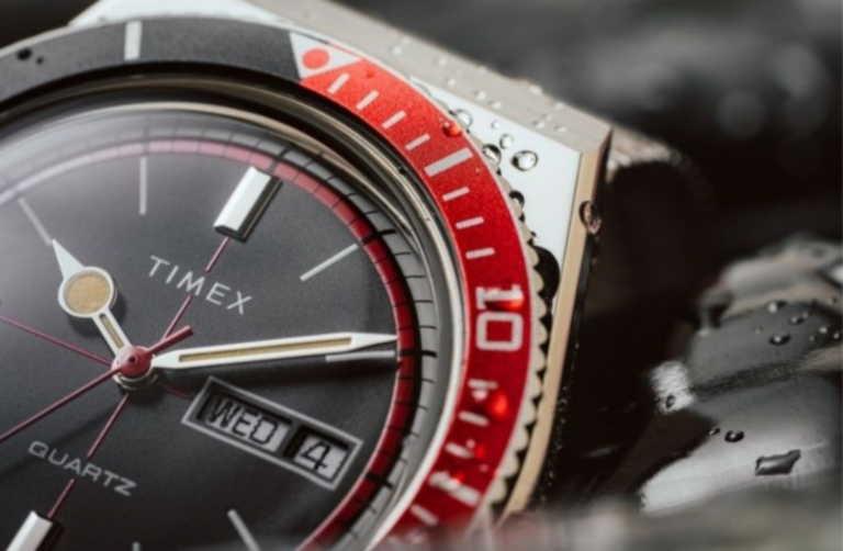 Ένα ρετρό ρολόι από την Timex με έμπνευση την Coca-Cola