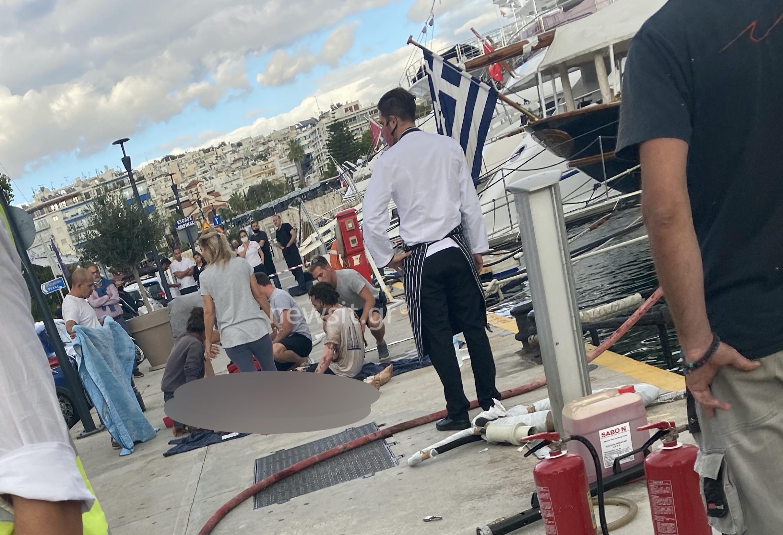 Παραλίγο τραγωδία στην Μαρίνα Ζέας – Έκρηξη σε σκάφος με δυο τραυματίες – Εικόνες από το σημείο