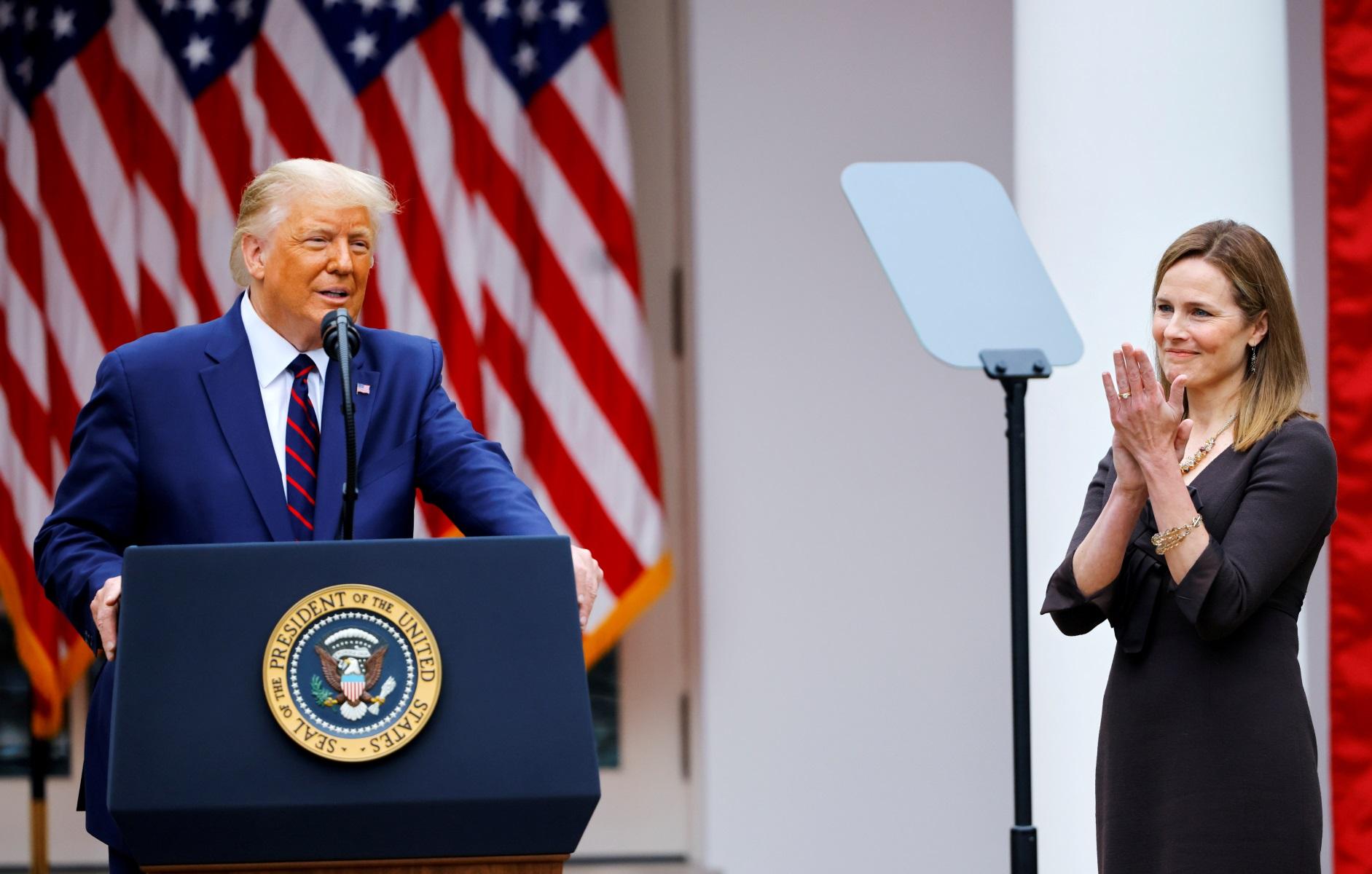 Μπούμερανγκ για τον Τραμπ ο διορισμός της υπερσυντηρητικής Έιμι Κόνεϊ Μπάρετ
