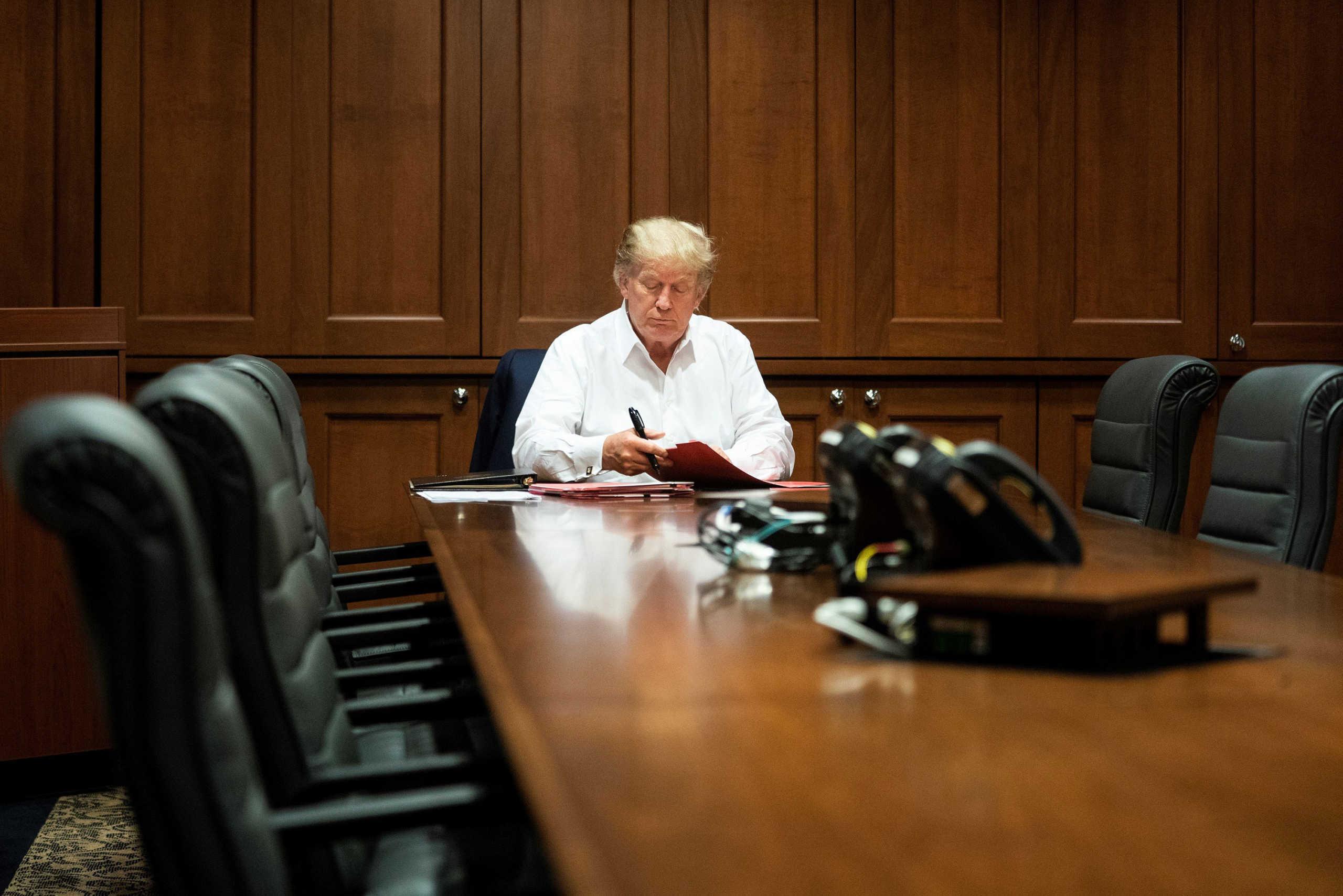 Γιατρός Τραμπ: «Ο Πρόεδρος δεν έχει διαφύγει τον κίνδυνο» – Ποια φάρμακα του χορηγούνται