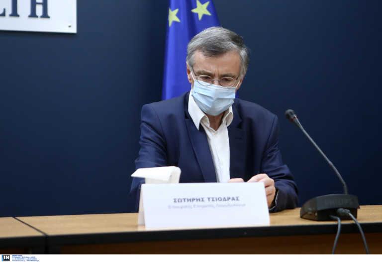Ο Σωτήρης Τσιόδρας στο στόχαστρο του ΣΥΡΙΖΑ – Ζητούν δωρεάν τεστ και αποσυμφόρηση στα ΜΜΜ