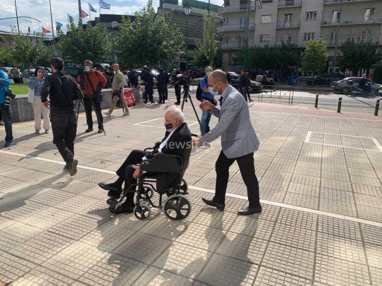 Στον Άρειο Πάγο και πάλι ο Άκης Τσοχατζόπουλος – Σε αναπηρικό καροτσάκι ο πρώην υπουργός (pics)