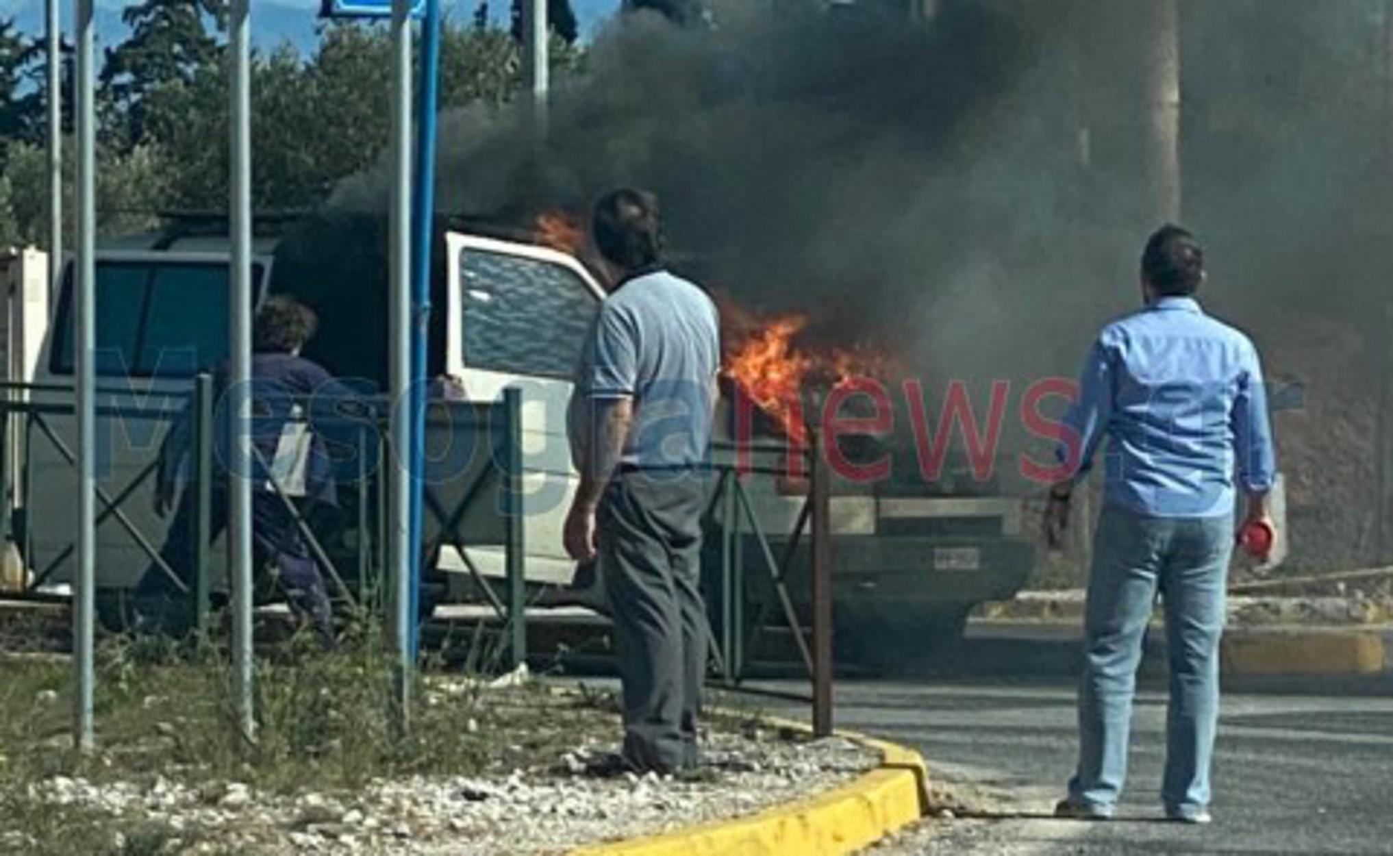 Κορωπί: Βαν τυλίχτηκε στις φλόγες (pic)