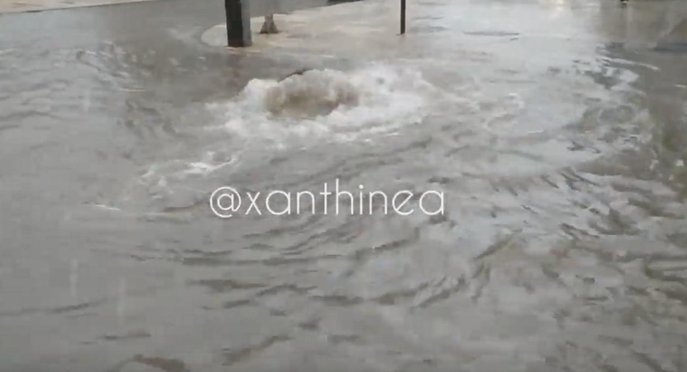 """Ξάνθη: """"Βούλιαξε"""" η πόλη μετά από λίγα λεπτά βροχής! Η πηγή των προβλημάτων μέσα σε ένα βίντεο"""