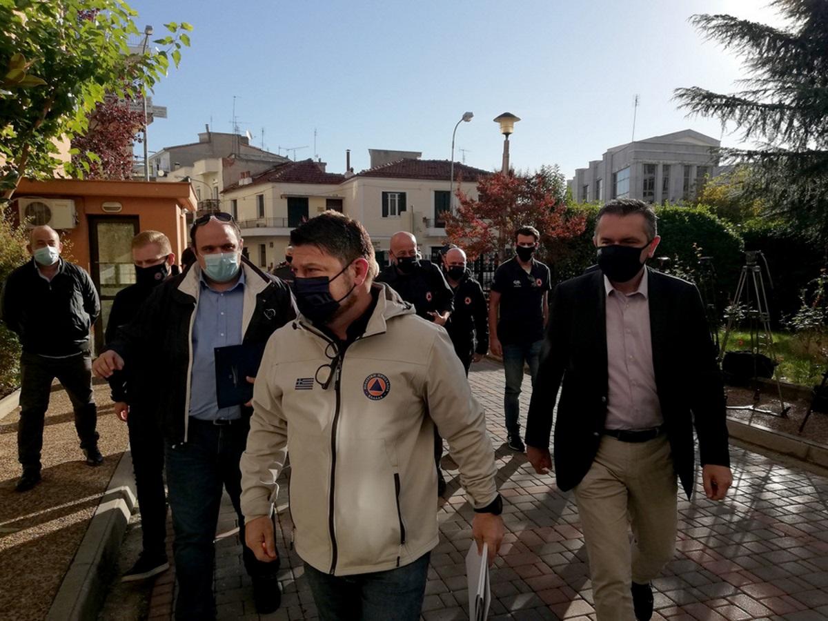 Σημεία και τέρατα είδε ο Χαρδαλιάς στην Κοζάνη! Έδωσε στεγνά τα ονόματα μπαρ με κρούσματα! – Το πάρτι με τους 11 θετικούς