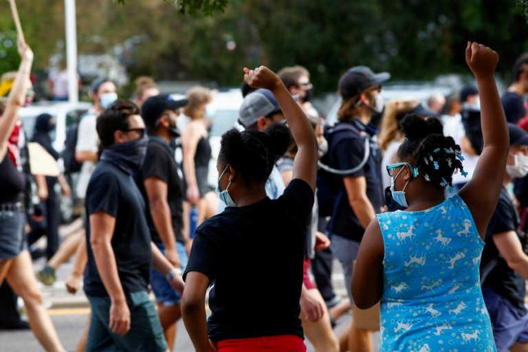 Έρευνα πανεπιστημίου Κέμπριτζ: Απογοητευμένοι οι νέοι από τη δημοκρατία