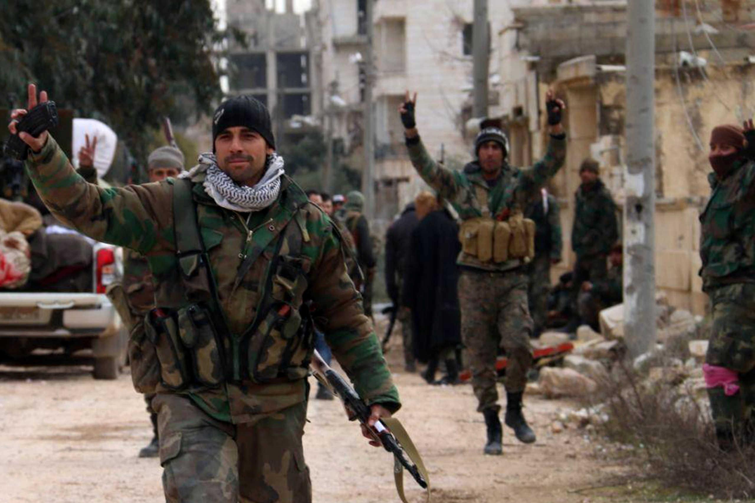 Μπαίνουν στην τουρκική βάση και κατεβάζουν τη σημαία! Ο Ερντογάν χάνει εδάφη στη Συρία (βίντεο)
