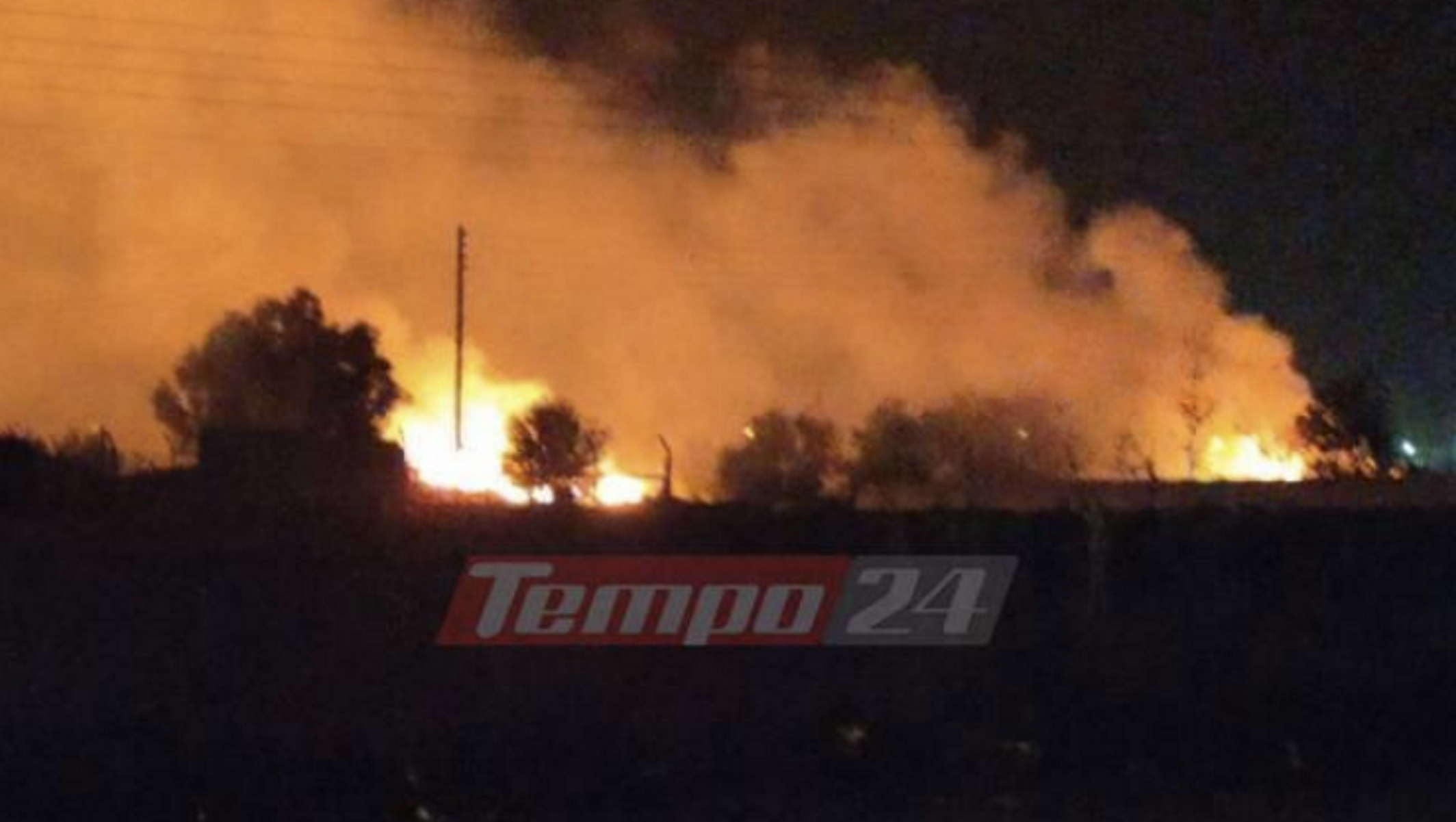 Αχαΐα: Μεγάλη φωτιά – Εκκενώνονται σπίτια και εγκαταστάσεις (pics, video)