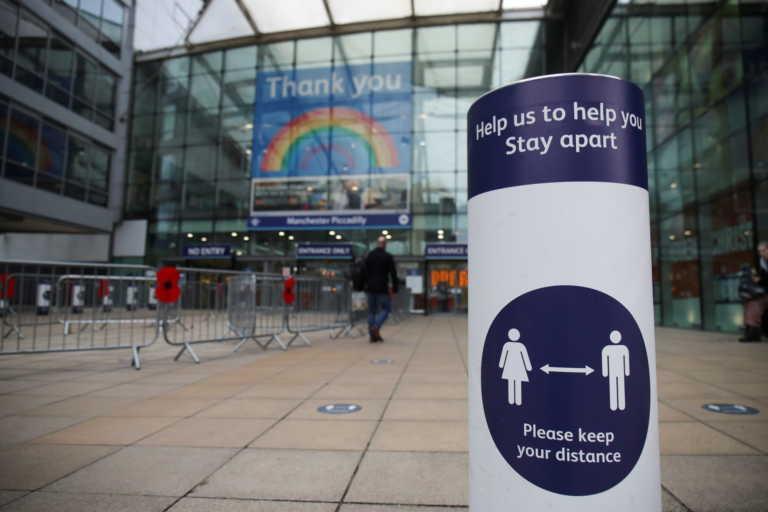 Τέλος το lockdown στην Βρετανία – Σε ισχύ σύστημα προειδοποίησης 3 επιπέδων