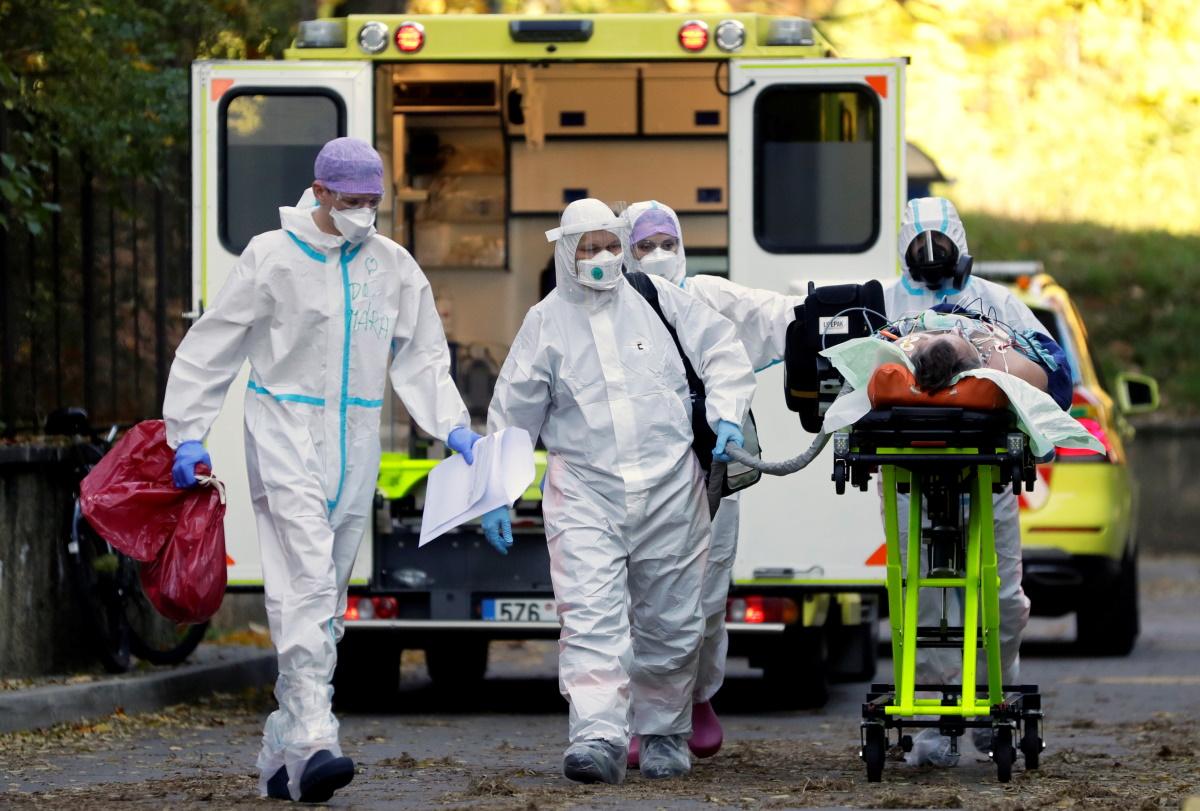 Κορονοϊός: Επιτέλους σε πτωτική τροχιά τα κρούσματα στην Τσεχία
