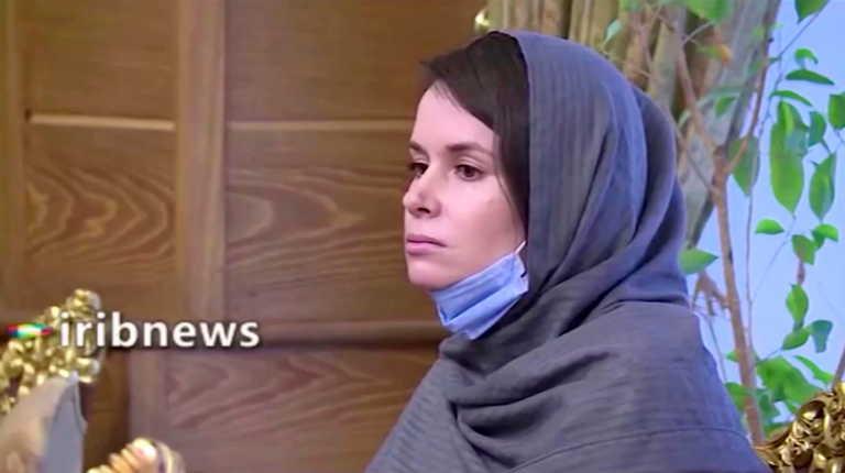 """Ιράν: Μετά από 800 μέρες απελευθερώθηκε η """"κατάσκοπος"""" Κάιλι Μουρ Γκίλμπερτ (video)"""
