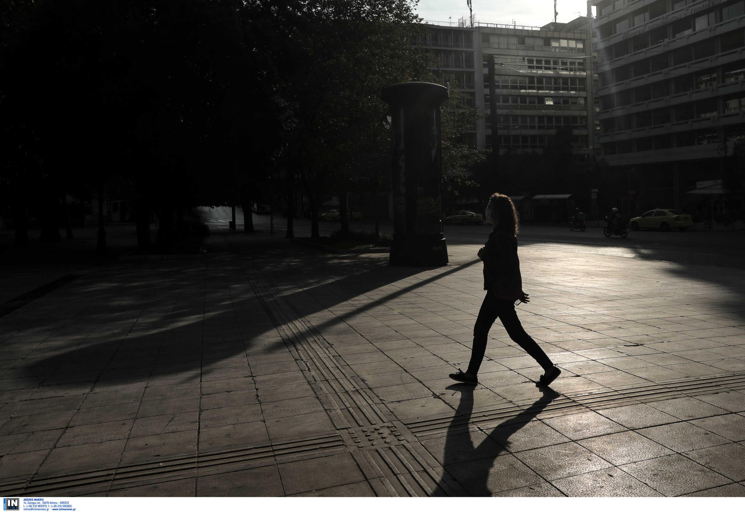 Κορονοϊός: 3 θάνατοι την ώρα! Αγώνας δρόμου για να πέσουν τα κρούσματα στη σκιά 71 νέων θανάτων μόνο την Κυριακή