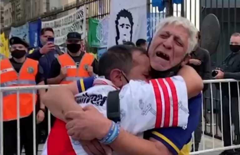 Μαραντόνα: Ένωσε τους οπαδούς των Μπόκα και Ρίβερ! Δακρυσμένοι και αγκαλιασμένοι (video)