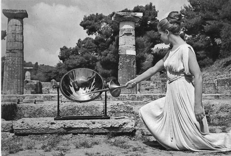 """Μαρία Μοσχολιού: Συγκίνηση για τον θάνατο της """"μόνιμης"""" πρωθιέρειας της αφής της Ολυμπιακής Φλόγας"""