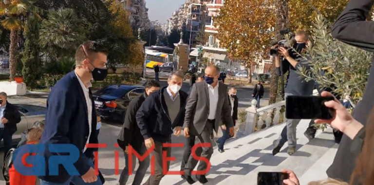 Στο ΥΜΑΘ ο Μητσοτάκης: Σύσκεψη για την εξέλιξη της πανδημίας στη Βόρεια Ελλάδα (video)