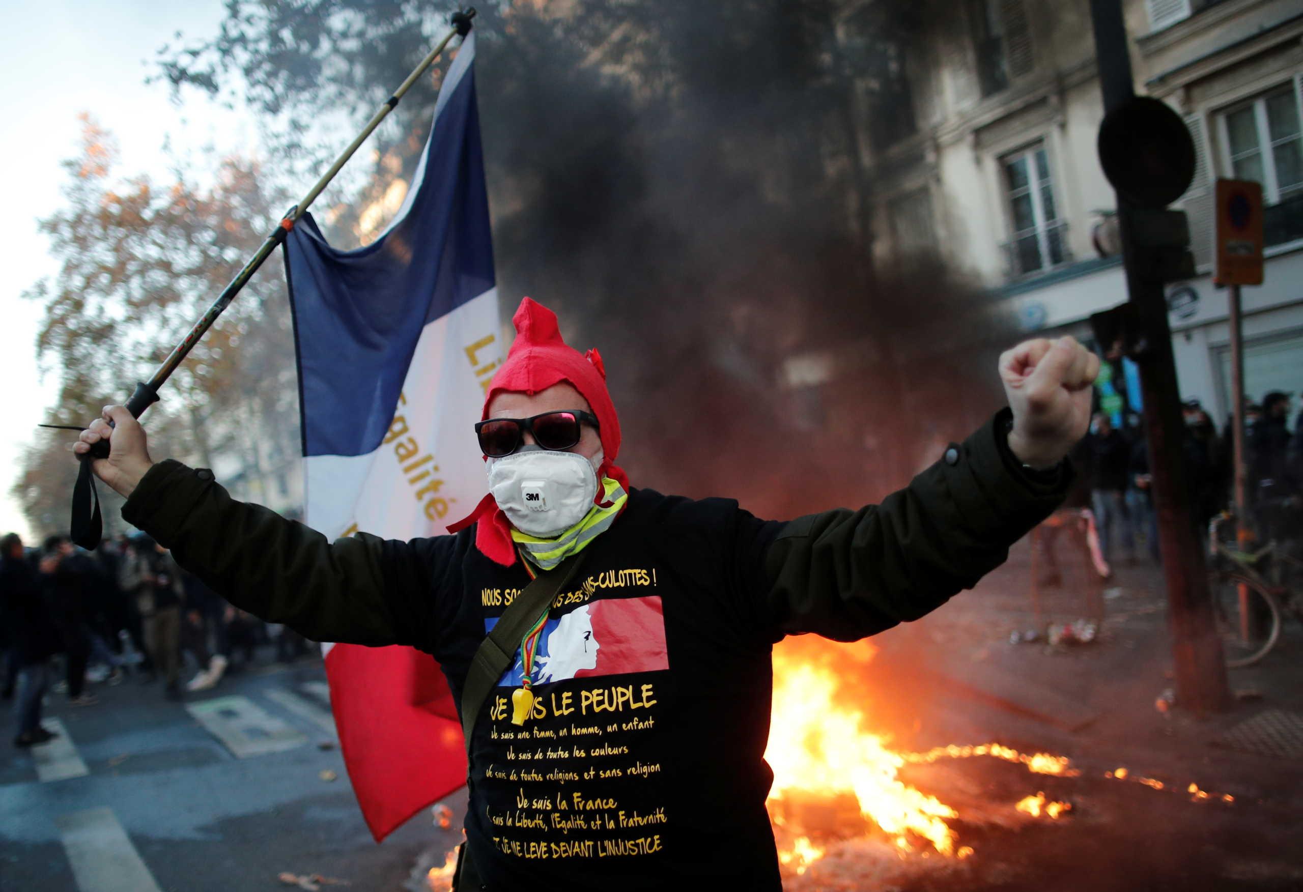 Παρίσι: Σοβαρά επεισόδια και δακρυγόνα σε διαδήλωση για την αστυνομική βία