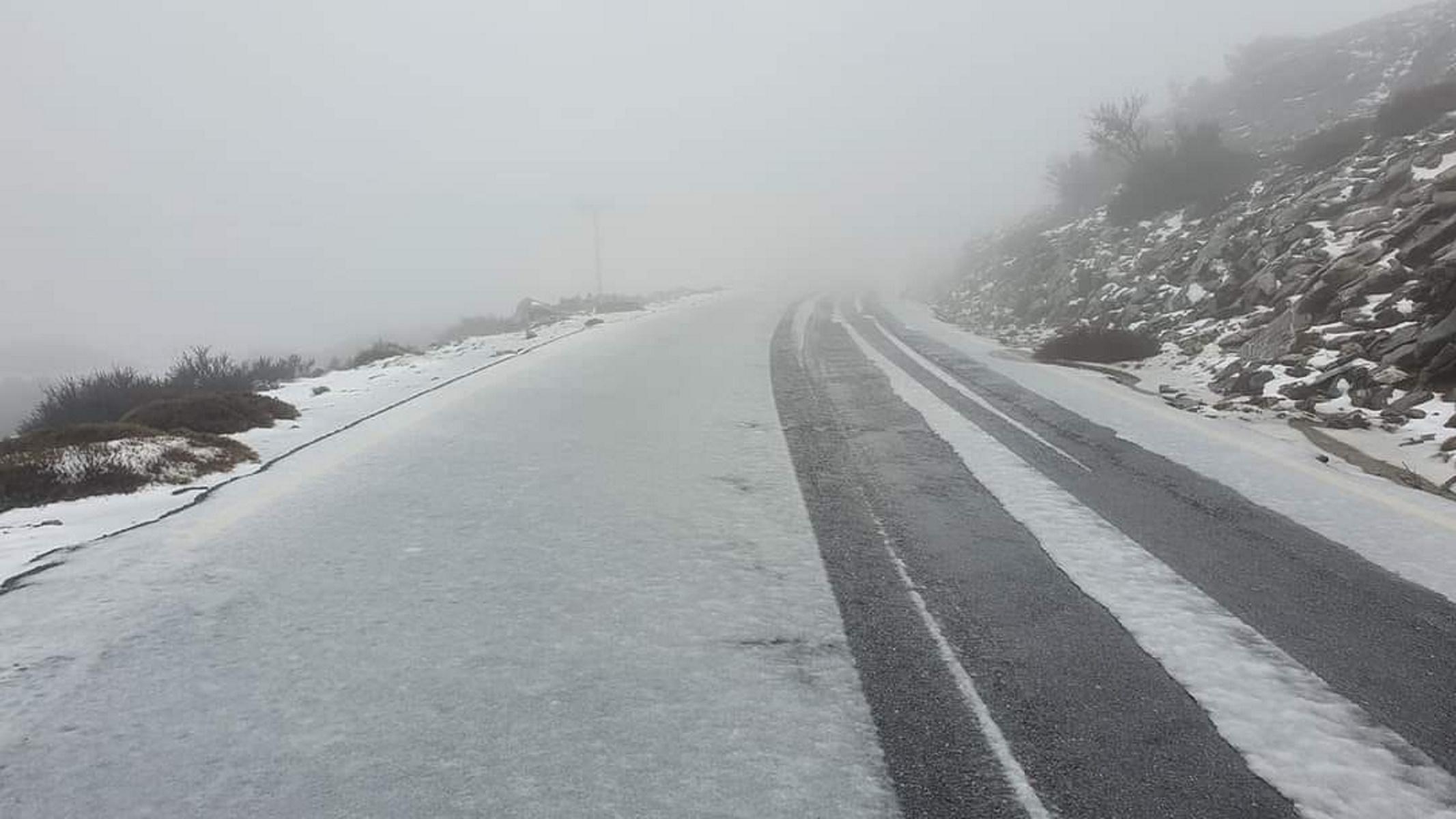 Καιρός: Τα απαραίτητα «αξεσουάρ» των οδηγών στο χιόνι – Από αλυσίδες μέχρι… ζεστό καφέ