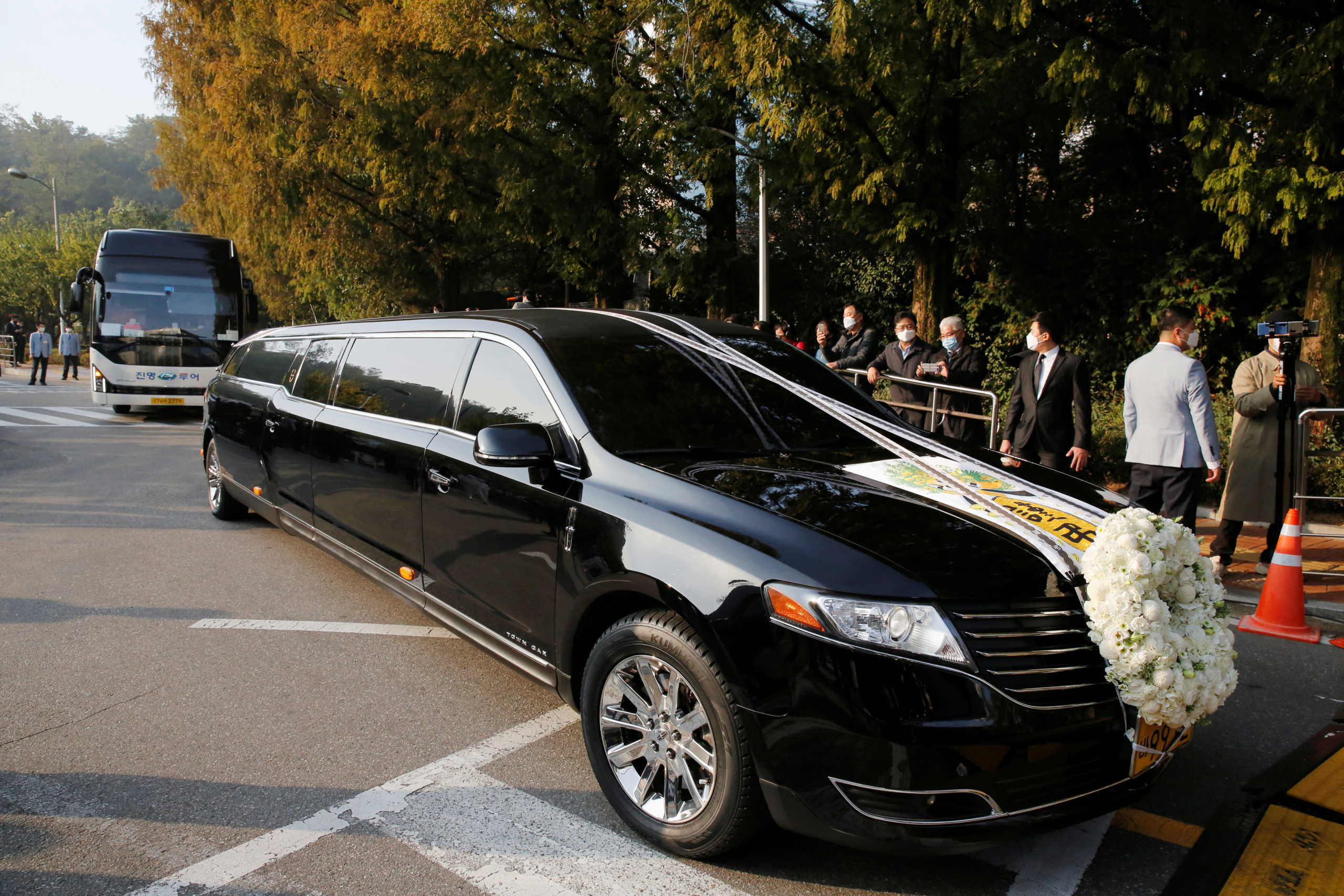 Νότια Κορέα: Πανικός στην κηδεία του προέδρου της Samsung λόγω κορονοϊού